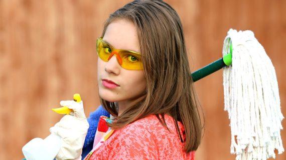 נקיונות הפסח לצד הילדים: איך לא לצאת מהכלים?